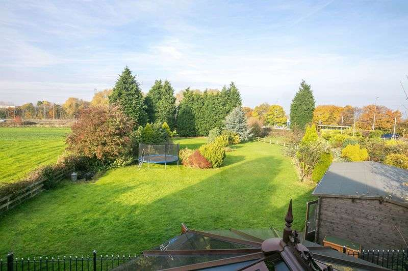 4 Bedrooms Detached Bungalow for sale in Valdene, Cranberry Lodge off Wigan Road, Ashton-In-Makerfield, WN4 0BZ