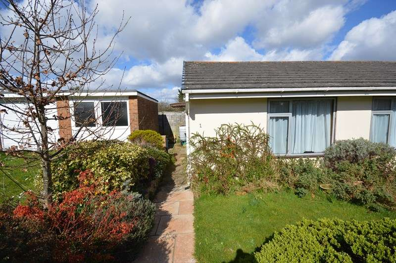 2 Bedrooms Semi Detached Bungalow for sale in Clinton Road, Lymington