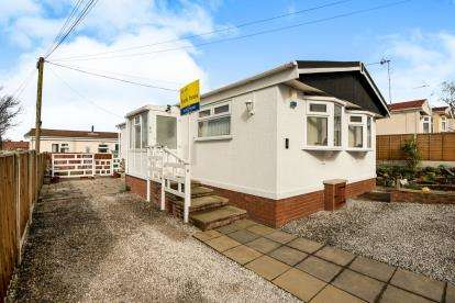 2 Bedrooms Mobile Home for sale in Sunningdale Park, New Tupton, Chesterfield, Derbyshire