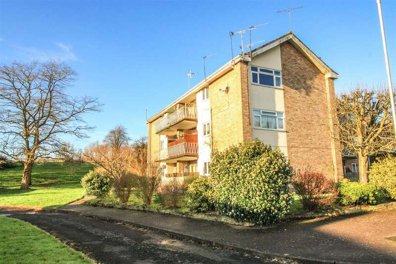 2 Bedrooms Flat for sale in Crabtree Close, Lodge Park, Redditch