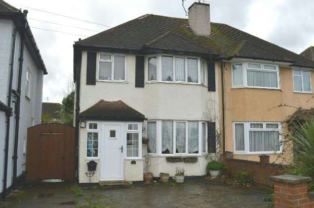 3 Bedrooms Semi Detached House for sale in Poole Road, West Ewell