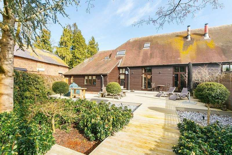 4 Bedrooms House for sale in Manor Farm Barn, Main Street, West Ilsley, Newbury, RG20
