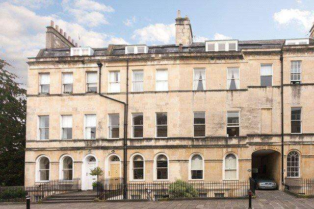 3 Bedrooms Flat for sale in Henrietta Street, Bath, BA2