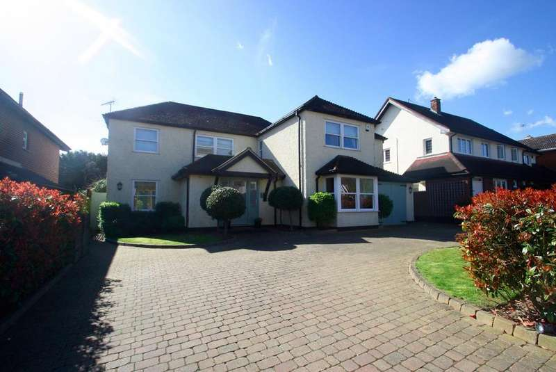 4 Bedrooms Detached House for sale in Warren Road, Leigh-On-Sea