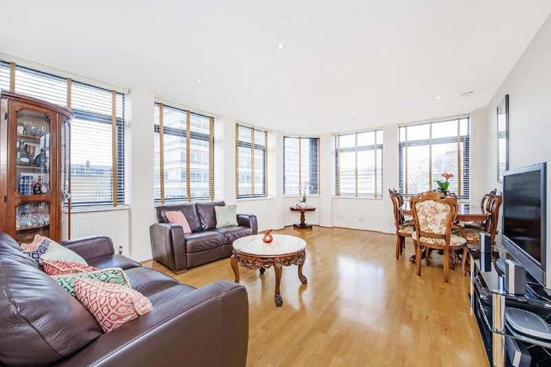 3 Bedrooms Flat for sale in Red Lion Square, London, WC1R