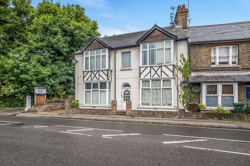 Flat for sale in Park Road, Rickmansworth, WD3
