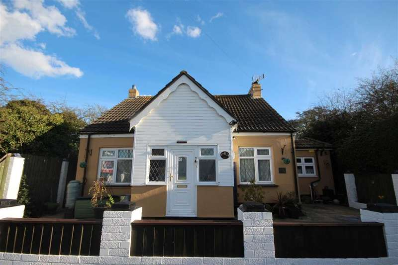 3 Bedrooms Detached House for sale in Colchester Road, Holland-On-Sea