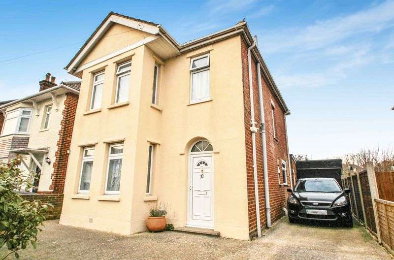 3 Bedrooms Detached House for sale in Queen Mary Avenue, Bournemouth