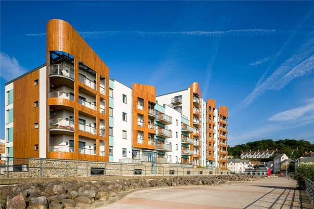 2 Bedrooms Flat for sale in Newfoundland Way, Portishead, North Somerset
