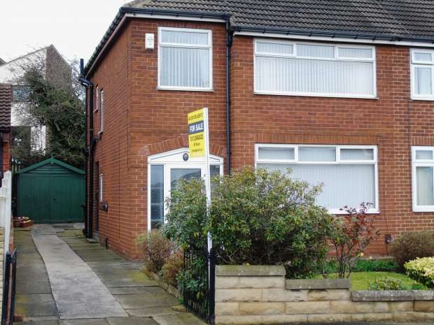 3 Bedrooms Semi Detached House for sale in Field End Gardens Halton Leeds