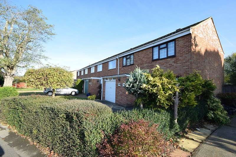 3 Bedrooms End Of Terrace House for sale in Ruddlesway, Windsor, SL4