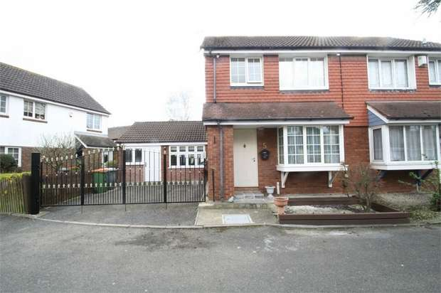 3 Bedrooms Semi Detached House for sale in Vanbrugh Close, Beckton, London