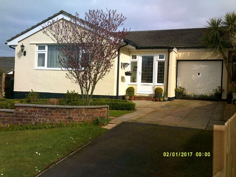 2 Bedrooms Detached Bungalow for sale in Marldon Cross Hill, Marldon, Paignton