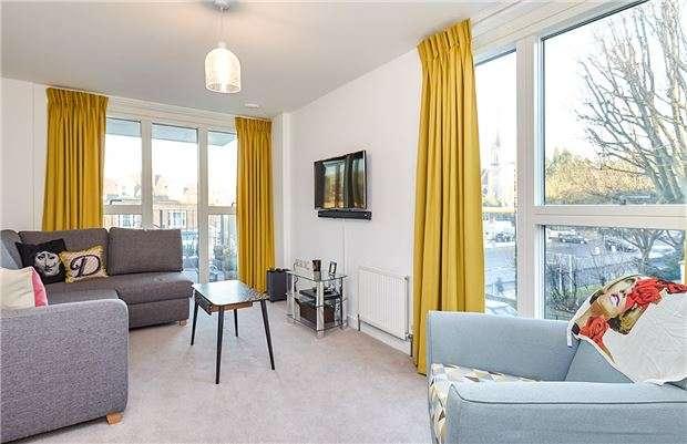 2 Bedrooms Flat for sale in Roehampton Lane, Putney, London, SW15