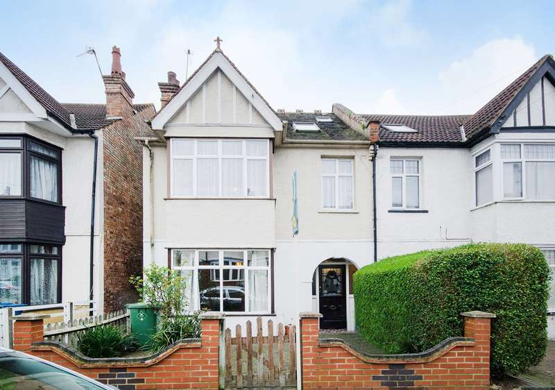 4 Bedrooms Semi Detached House for sale in Chandos Road, Harrow, HA1