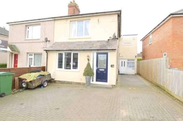 3 Bedrooms Semi Detached House for sale in Halse Road, Brackley, Northamptonshire, NN13 6EG