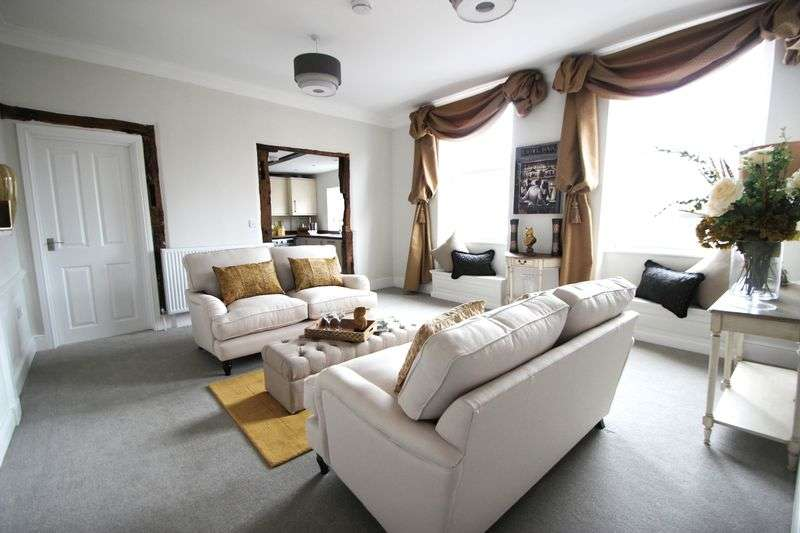 2 Bedrooms Flat for sale in The Old Bank, 55 High Street, Alcester