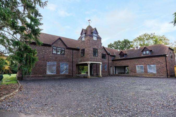 6 Bedrooms Detached House for sale in East Cross Hill, Haselbury Plucknett