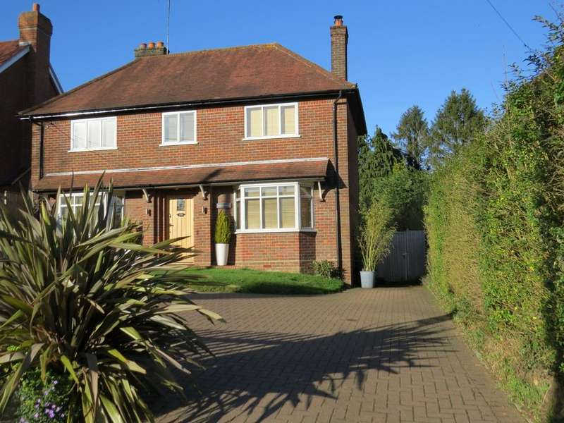 3 Bedrooms Detached House for sale in Marlow Road, Lane End