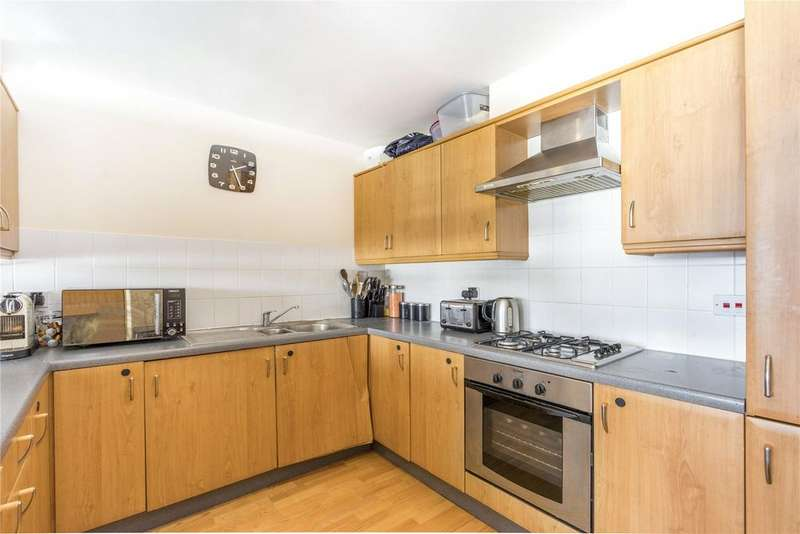 2 Bedrooms Flat for rent in Selsdon Way, London