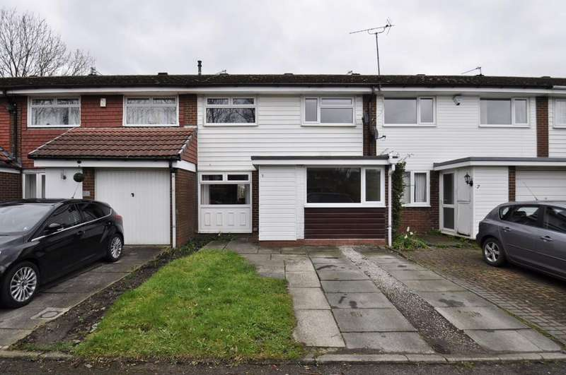 3 Bedrooms Semi Detached House for sale in Warton Close, Bramhall