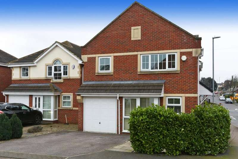 4 Bedrooms Detached House for sale in Greenmoor Court, Lofthouse, Wakefield, West Yorkshire