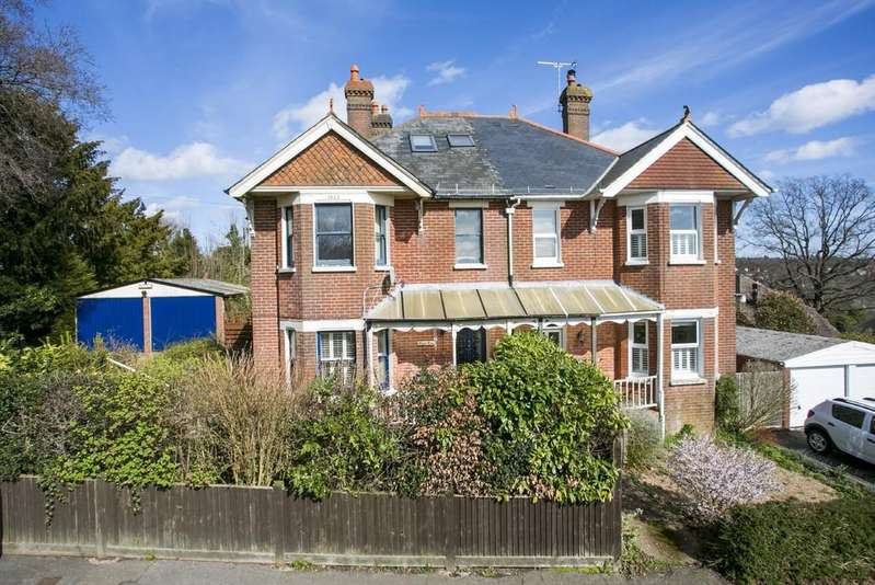 5 Bedrooms Semi Detached House for sale in Ghyll Road, Heathfield