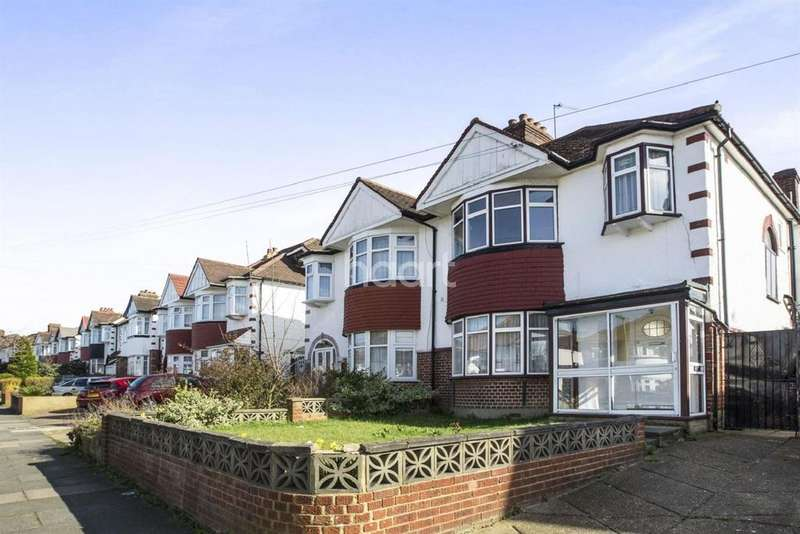 3 Bedrooms Semi Detached House for sale in Chase Way, Southgate, N14