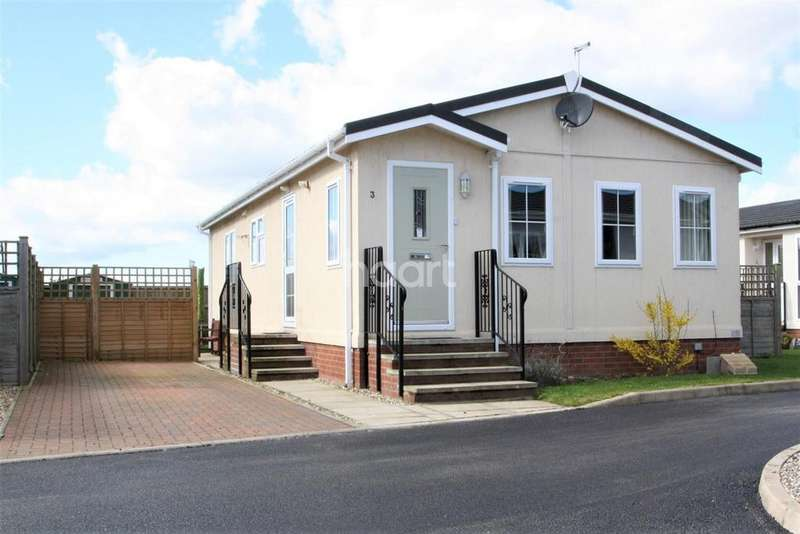 2 Bedrooms Bungalow for sale in Appletree Close, Attleborough