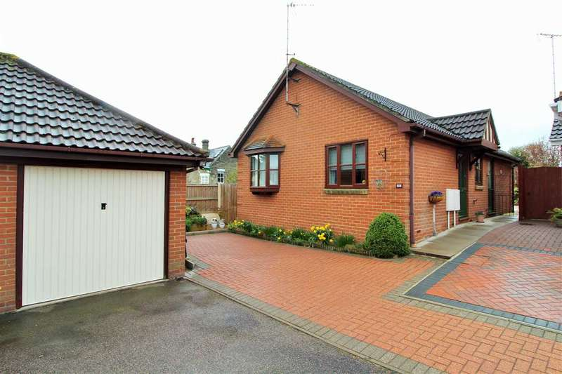 2 Bedrooms Bungalow for sale in Longacre, Mile End, Colchester