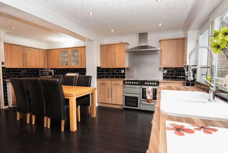 4 Bedrooms Detached House for sale in 41 Willow Drive, Charnock Richard, PR7 5NL