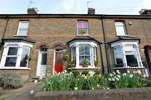 3 Bedrooms Terraced House for sale in Turnford Villas, High Road, Turnford, Broxbourne, Hertfordshire