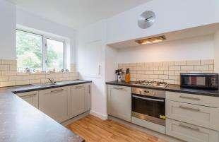 2 Bedrooms Maisonette Flat for sale in Aboyne Drive, Raynes Park, London, England