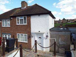 2 Bedrooms Semi Detached House for sale in Gascoigne Road, New Addington, Croydon