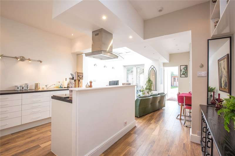3 Bedrooms Semi Detached House for sale in Hutton Grove, London, N12