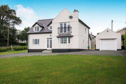 4 Bedrooms Detached House for sale in Pentraeth Road, Menai Bridge, Anglesey, LL59