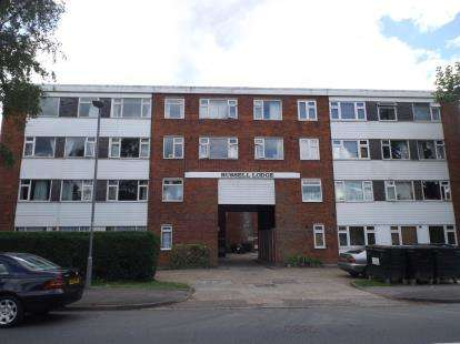 3 Bedrooms Flat for sale in Endlebury Road, London, Essex