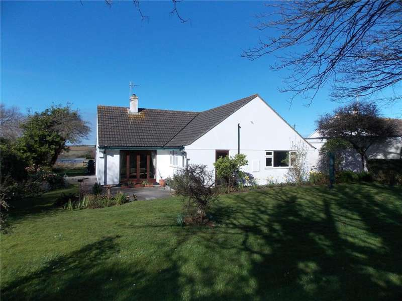 3 Bedrooms Detached Bungalow for sale in Trevere Close, Connor Downs, Hayle