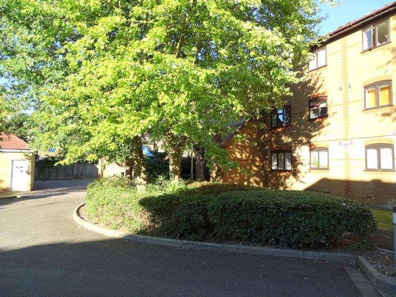 1 Bedroom Flat for sale in Caroline Close, West Drayton