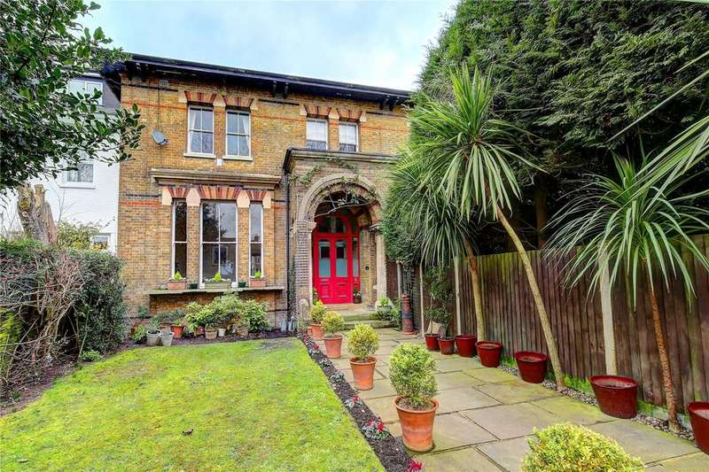 3 Bedrooms Semi Detached House for sale in The Oaks, Uxbridge Road, TW13