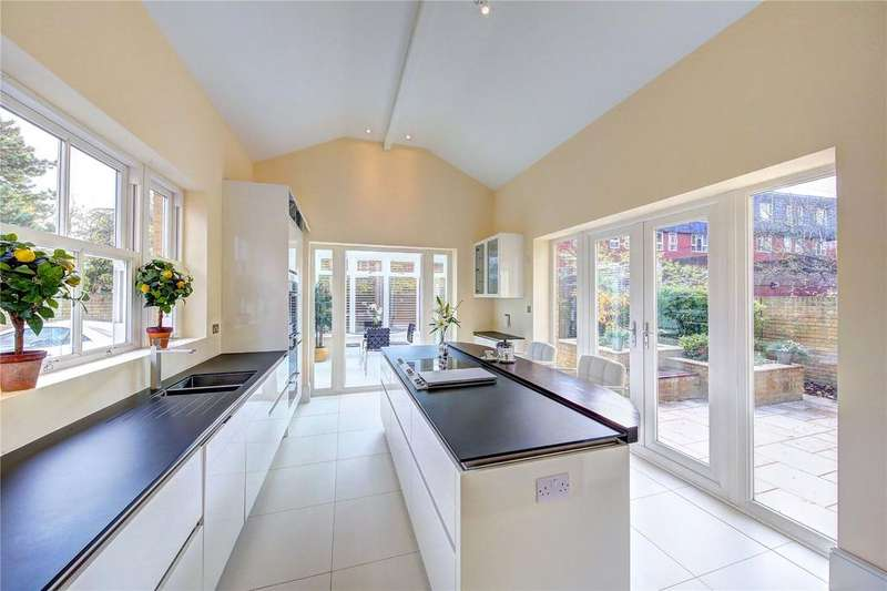 4 Bedrooms Maisonette Flat for rent in Clifton Road, Wimbledon Village, SW19