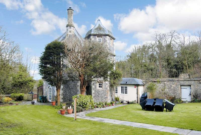 2 Bedrooms Detached House for sale in Abbey Mews, Amesbury, Salisbury SP4
