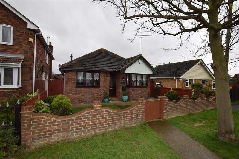 2 Bedrooms Bungalow for sale in The Parkway, Canvey Island