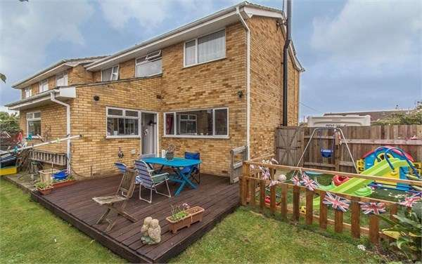 4 Bedrooms Semi Detached House for sale in Aalten Avenue, Canvey Island, SS8