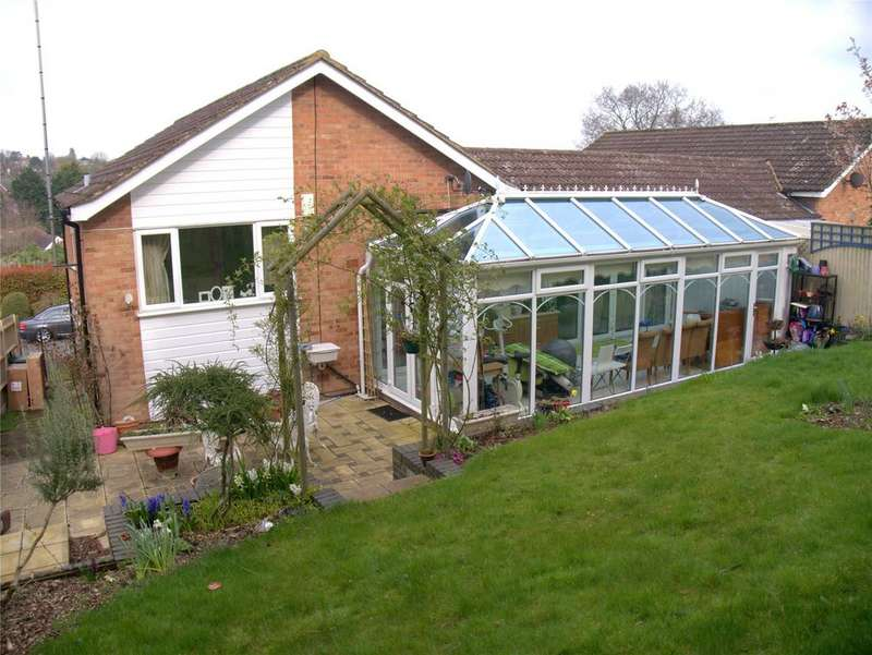3 Bedrooms Bungalow for sale in Martins Mount, New Barnet, Barnet, EN5