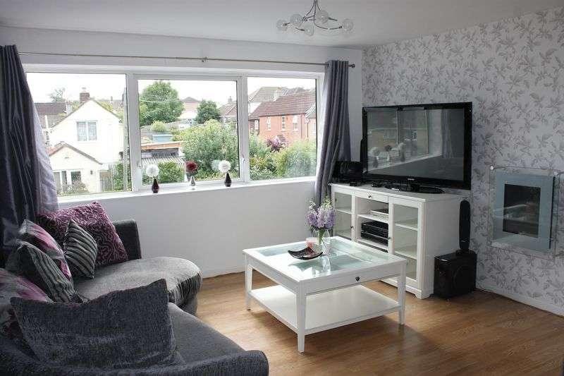 3 Bedrooms Flat for sale in Lovelinch Gardens, Long Ashton
