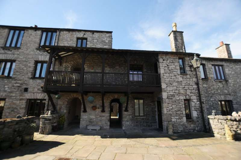 2 Bedrooms Flat for sale in Castle Street, Kendal