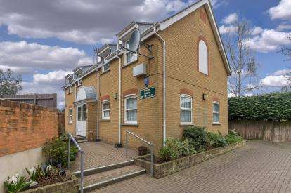 2 Bedrooms Retirement Property for sale in Hockley Road, Rayleigh, Essex