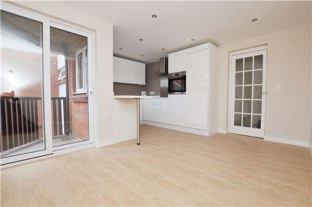 2 Bedrooms Flat for sale in Mulberry Court, Fiddlers Green Lane, Cheltenham, Glos, GL51 0XA