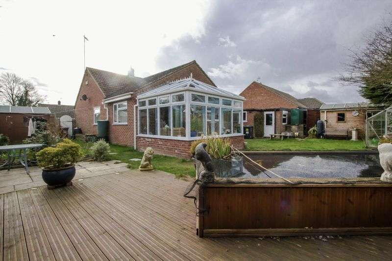 3 Bedrooms Detached Bungalow for sale in Willow Way, Ludham